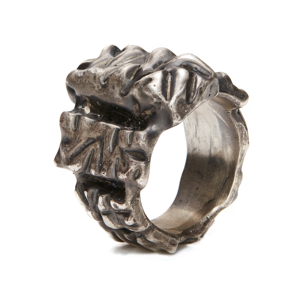 Lasombra, a dark jewelery artisan - Explore and shop contemporary jewellery online at unconventional